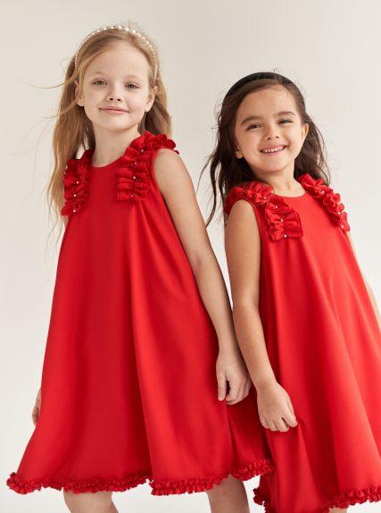 Платье с рюшами красное
