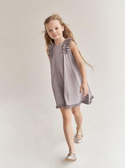 Платье с рюшами серое